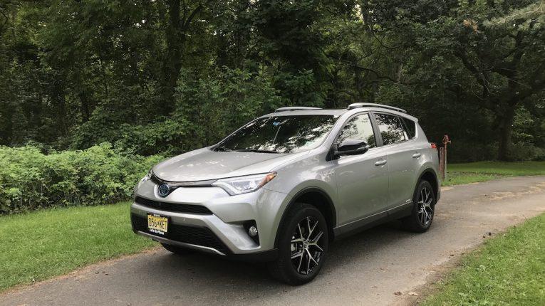 2018 Toyota RAV4 Hybrid-01