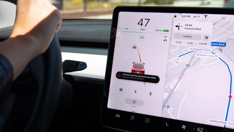 Tesla Lane-corrective-steering