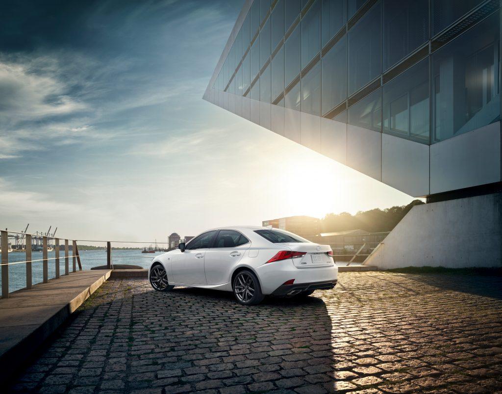 2020_Lexus_IS_F_SPORT_BLACKLINE
