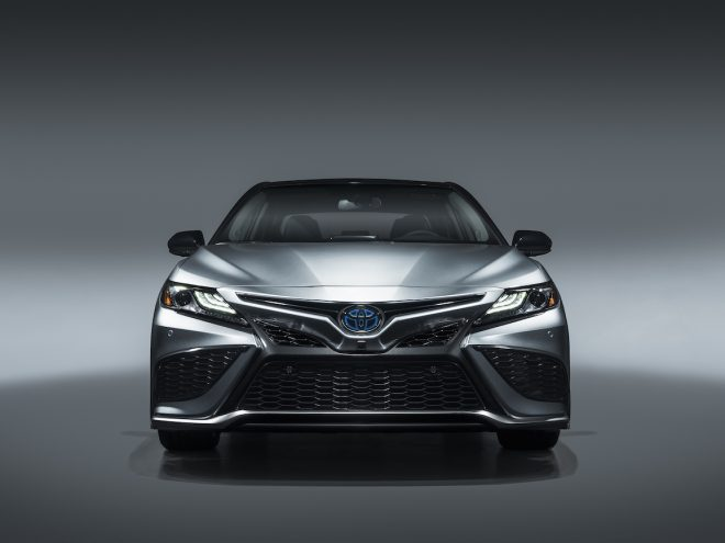 2021 Toyota_Camry_XSE_Hybrid_011